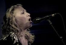 Picture of the singer Joan Osborne in concert taken by Ruth Preston