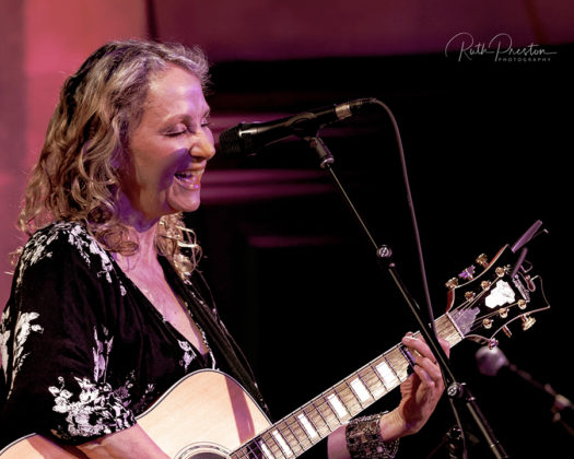 Picture of the singer Joan Osborne in concert taken by Ruth Preston