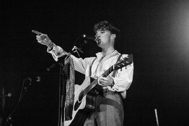 Picture of the singer David Keenan in concert taken by Danni Fro