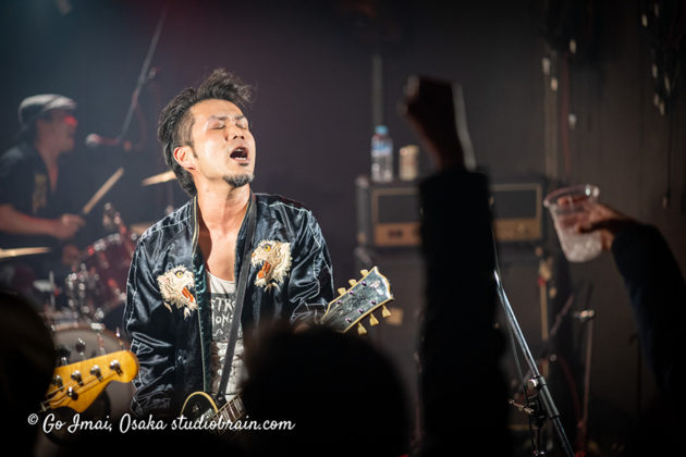 Picture of Hundred Knuckle in concert taken by music photographer Go Imai