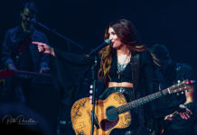 Picture of the country singer Tenille Townes in concert taken by Ruth Preston