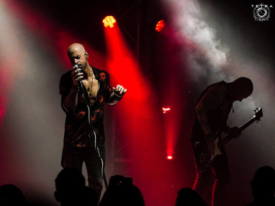 Picture of Chris Daughtry in concert taken by music photographer Emma Bauer