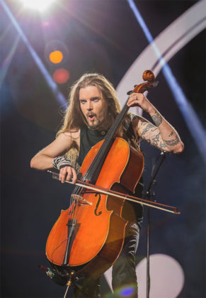 Picture of the group Apocalyptica in concert taken by Leyda Luz
