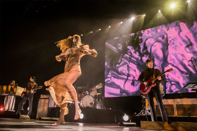 Picture of the group Florence and the Machine in concert taken by Leyda Luz