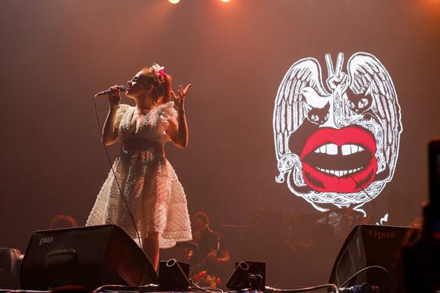 Picture of Ceylan Ertem in concert by Yusuf Belek