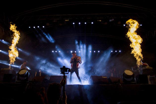 Picture of Kenan Doğulu in concert by Yusuf Belek