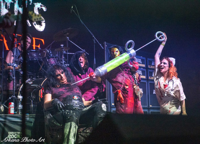 Picture of Alices Nightmare in concert by Roland Moeck
