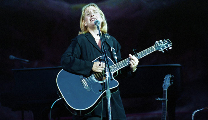 Picture of Gretchen Peters in concert by Bill O'Leary